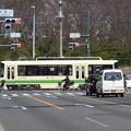 写真: バス待ちの合間?