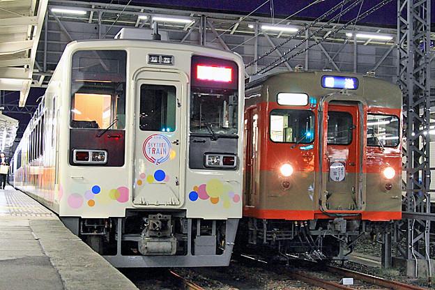 634-22号車 と 8411号車