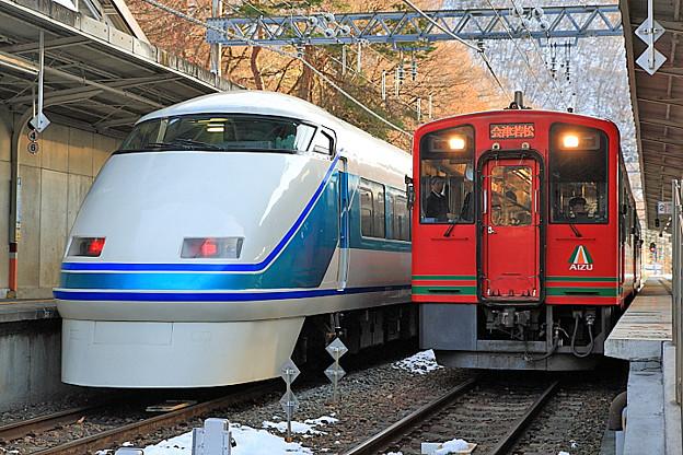 5734列車 と 3121列車