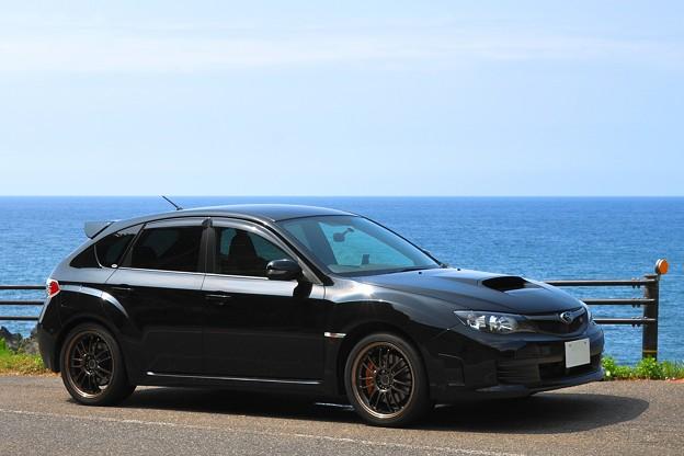 夏の日本海と黒い愛車