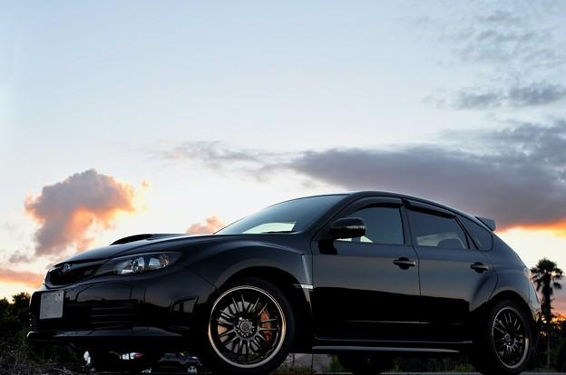 夕刻の黒い愛車