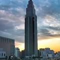 朝焼けの新宿駅界隈