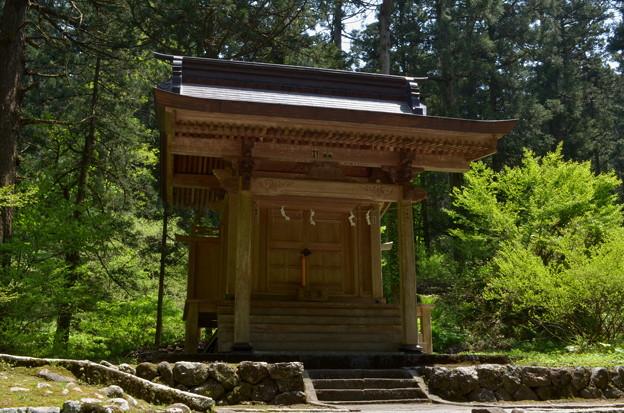 写真: 出羽神社・下居社
