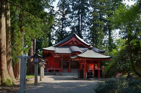 出羽神社・霊祭殿