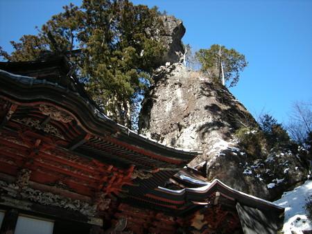 榛名神社・本殿と御姿岩