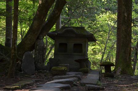 滝尾神社・影向石