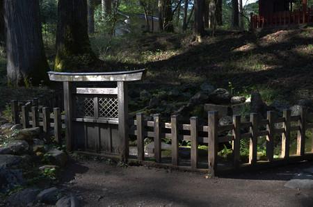 滝尾神社・酒の泉