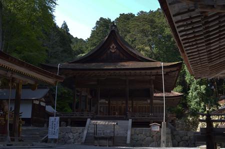 東本宮・拝殿