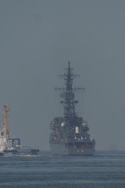 護衛艦「とね」 徳山港出港