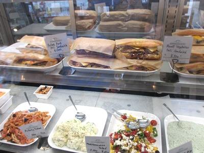 巨大サンドイッチ