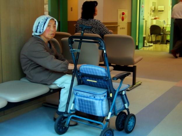 Photos: 2007_0717院内・その他0011 待つ人