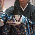 Photos: 八王子車人形の家元、西川古柳氏が人形を遣う