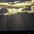 Photos: 鉄塔のシルエットと「天使の梯子」と飛行機と雲