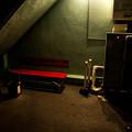 写真: 赤いベンチ