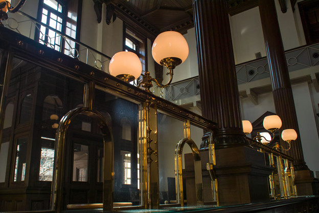 かつての三菱銀行の窓口
