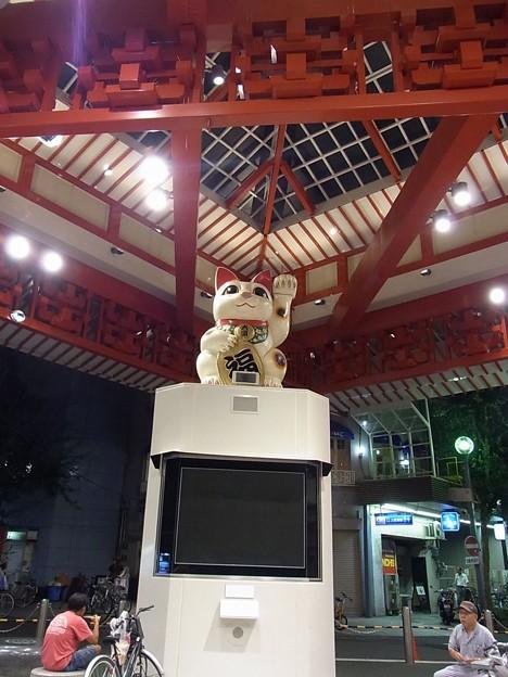 左手挙げの招き猫4@名古屋大須観音のそば