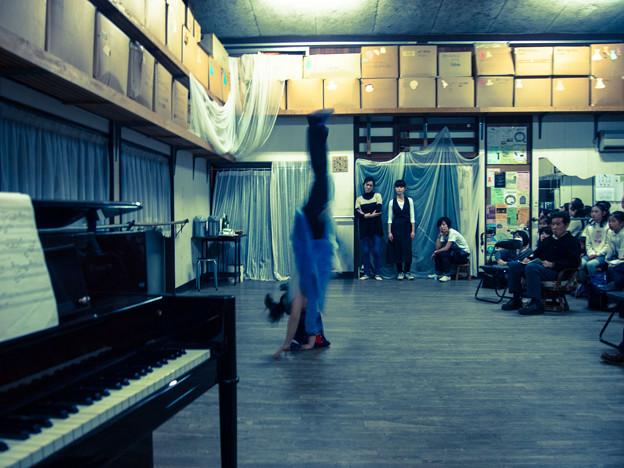 バレエの稽古場でパフォーマンス3@ヒップホップダンスのスタイルで