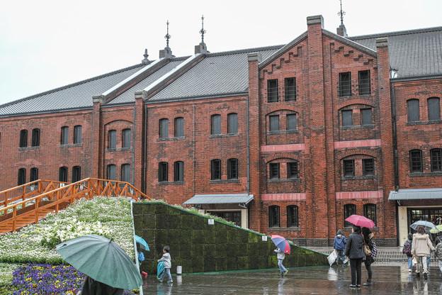 横浜赤レンガ倉庫の春の装い