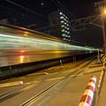 Photos: 踏切通過列車