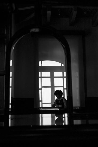 深窓のウェイトレス