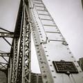 古いアメリカ製の鉄の橋