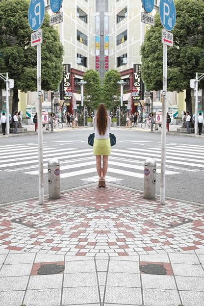 街を鏡像にする女神