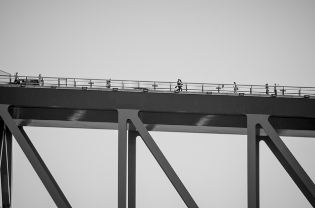 恐竜橋を海上から見る4