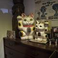 年期の入った招き猫@高山昭和館-4@左手挙げ招き猫19