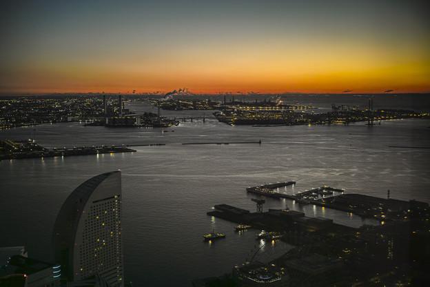 Photos: 横浜の朝焼け