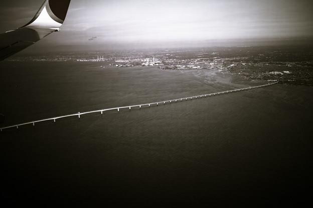 何処までも伸びる橋