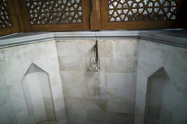 モスクへの階段の途中にて