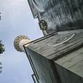 モスクの尖塔を見上げる