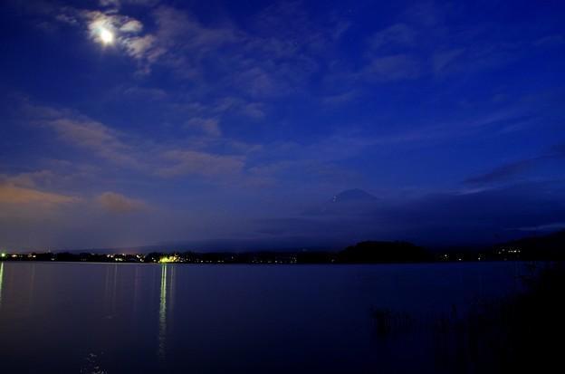 月光写真 河口湖大石公園01富士に薄雲