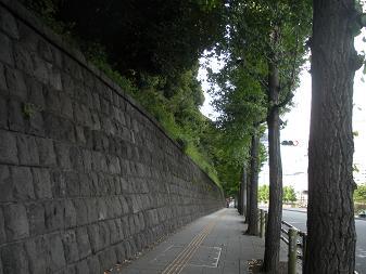 品川 三菱開東閣の石塀