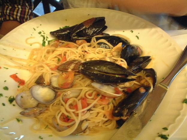イタリア・フィレンツェ空港近くのレストランで出た海鮮スパゲティ