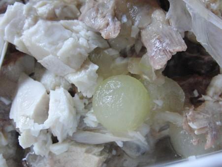 魚のカマと冬瓜、ニンニク、生姜の水煮