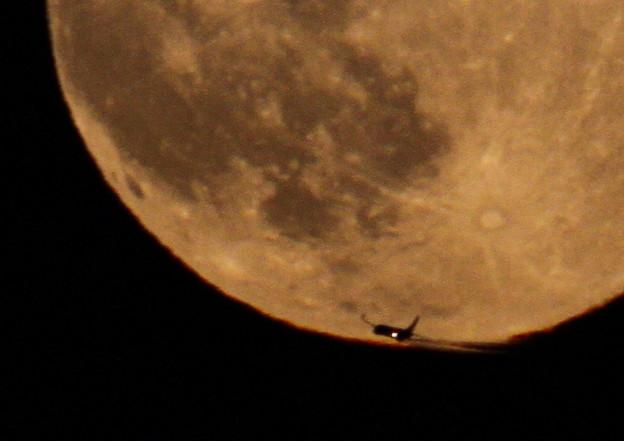 十六夜の飛行機