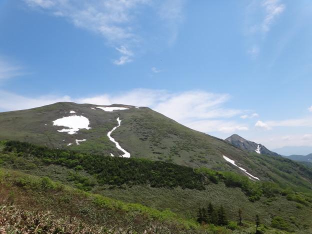 平標山の家の近くから仙ノ倉山方面