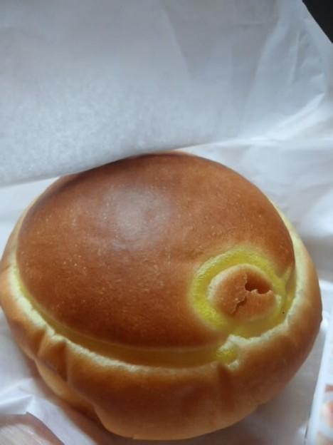 写真: 矢内菓子舗の生クリームあんぱん♪
