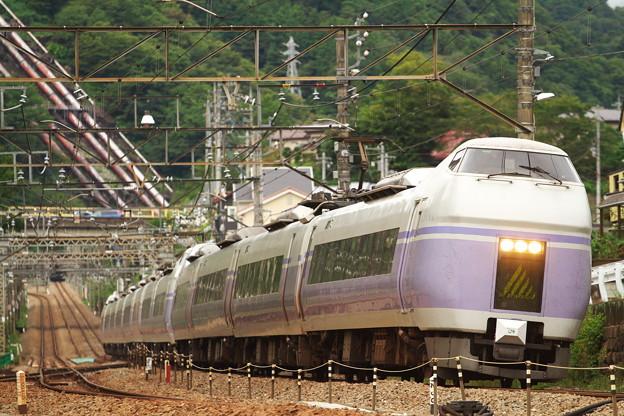 スーパーあずさ・上野原駅にて