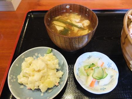 食彩酒房ひかり 鶏唐タワー丼 副菜アップ