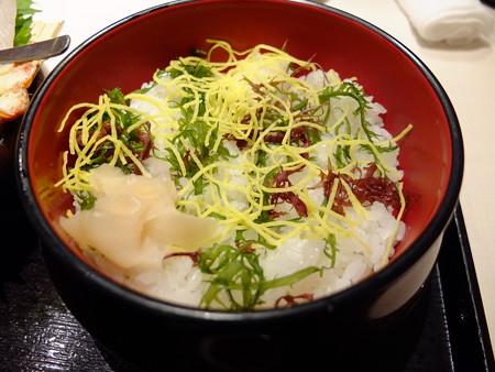 海の幸味どころ 軍ちゃん 高田店 海鮮丼(上) 酢飯の様子