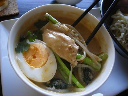Tiki グリーンカレーつけ麺(夏季限定)ランチセットA 具材の様子