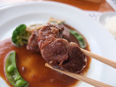 花屋 豚肩ロースの赤ワイン煮込み 肉アップ
