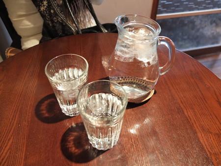 カフェ トケトケ 水