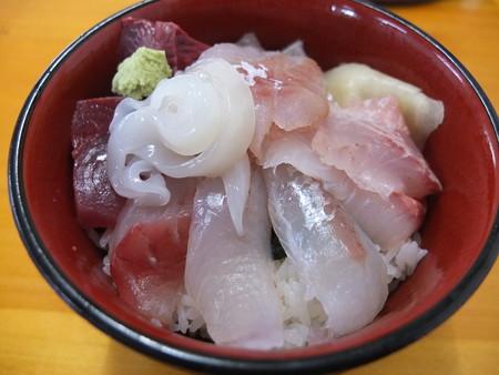 市場のすし屋 海鮮丼 アップ