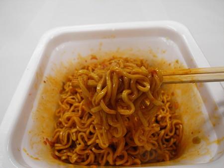マルちゃん やみつき屋 汁なし担々麺 麺アップ