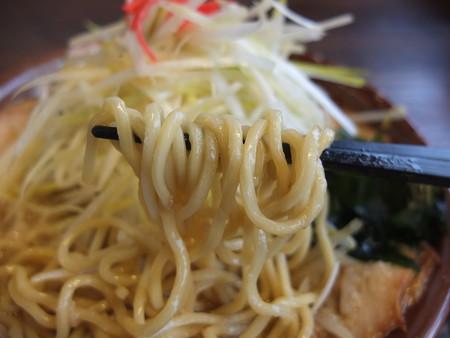 吉相 上越店 こってり味ネギチャーシューメン 麺アップ