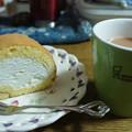 Photos: おやつ♪ケーキにはピント合ってるけど、ティーカップには合ってへんなぁー。カメラ難しい(≧ω≦)