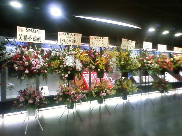 ライブ最終日なのでお祝いの花が沢山並んでいました。